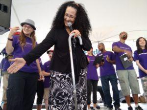 Viellir chez soi: Bâtir des communautés grâce à la musique et à la coopération