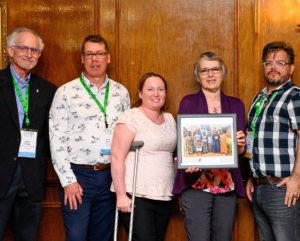 La Beaver Creek Co-op reçoit un prix pour service à l'international d'Abri international