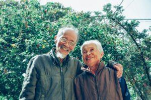 Six ressources sur le vieillissement chez soi